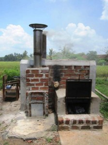 Improved clean retort kiln (Indonesia, Lampung) that can be extended with an oven for bread baking or rice drying.
