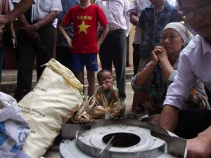 Demonstrating biochar-making stoves