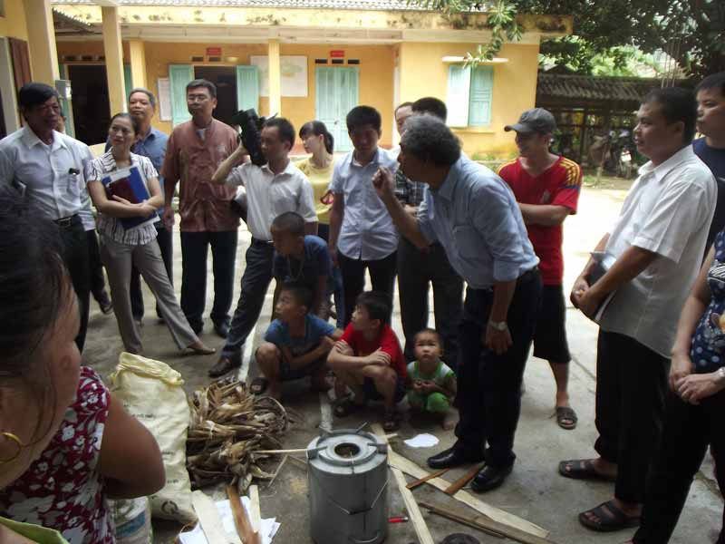 Biochar-making stove demonstration in Vietnam